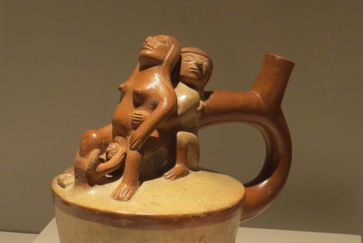 Parto sentado Cultura moche Peru ceramica